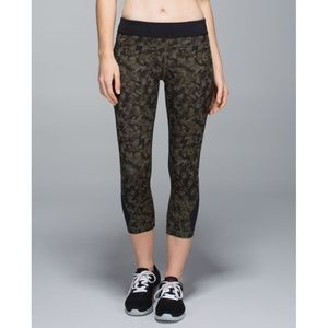 Lulu Inspire Crop Mystic Jungle Fatigue Green Camo